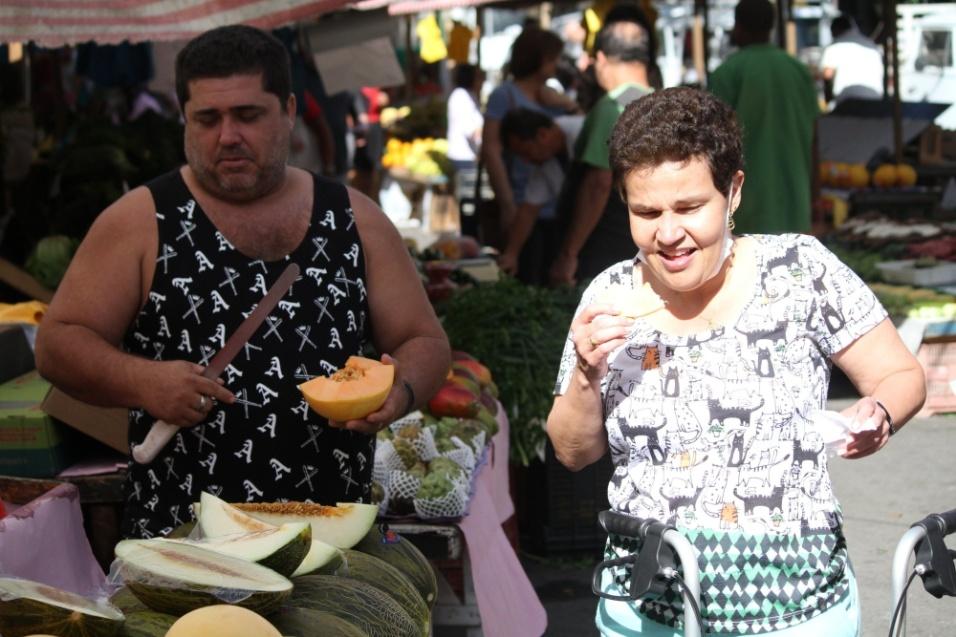 10.jul.2016 - Cláudia Rodrigues, que foi diagnóstica com esclerose múltipla em 2000, é vista na feira após realizar um transplante de células-tronco