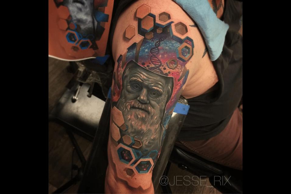 2.jun.2017 - Além de tatuar em seu estúdio nos EUA, Jesse Rix viaja o mundo para atender os pedidos de seus clientes