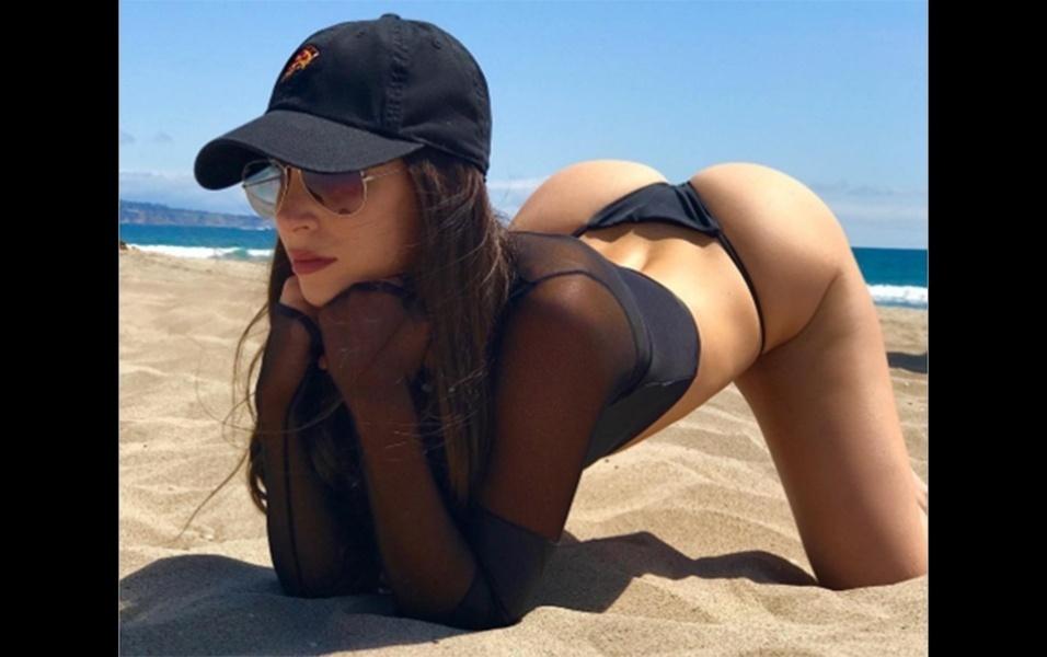 """13.jun.2017 - A modelo Jen Selter é considerada a dona do """"bumbum mais bonito do Instagram"""". Fenômeno na rede social, a norte-americana tem mais de 11 milhões de seguidores e sempre figura em listas das mulheres desejadas do planeta. Em uma nova foto postada na rede social, a gata de 23 anos aparece na posição de quatro apoios (a popular """"de quatro""""). """"Desculpa, papai"""", brincou a modelo na legenda da imagem"""