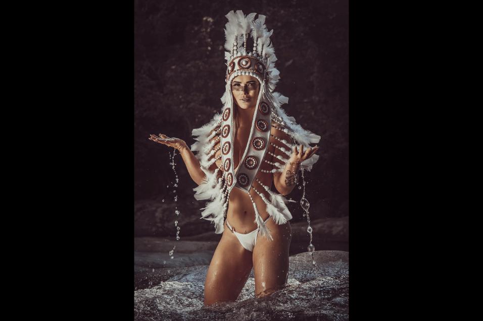 10.ago.2017 - Fotos do ensaio com Eliana Amaral foram feitas pelo fotógrafo Samuel Melim, no Vale do Alcantilado, em Minas Gerais