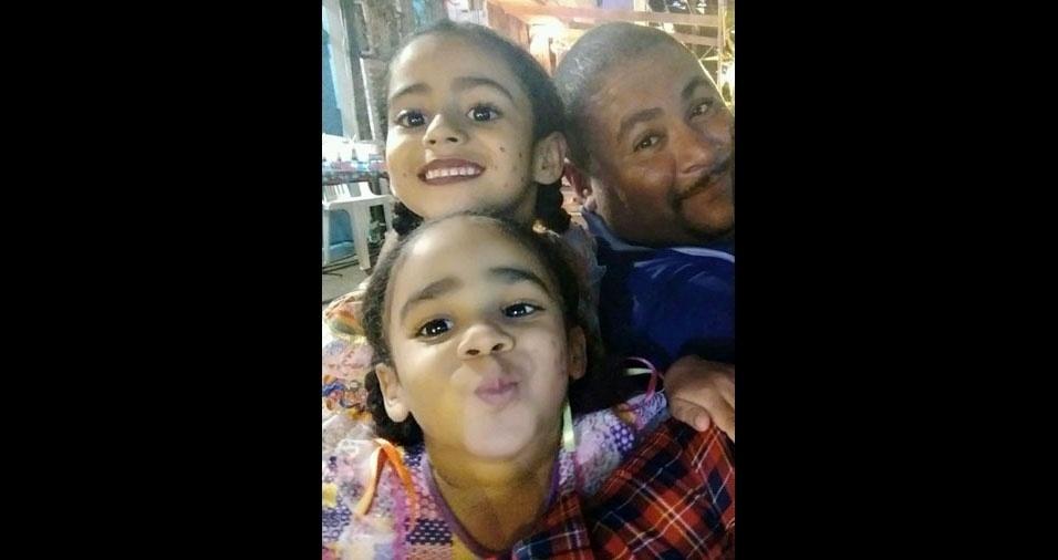 Antonio Luiz com as filhas Aiara Luiza e Maila Sofia, de Maceió (AL)