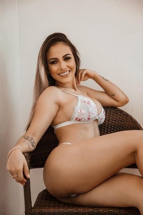 """Michele Neres, candidata ao Musa do Brasil 2018, exibe suas curvas em ensaio. """"Estou com o corpo que sempre sonhei"""", revelou"""