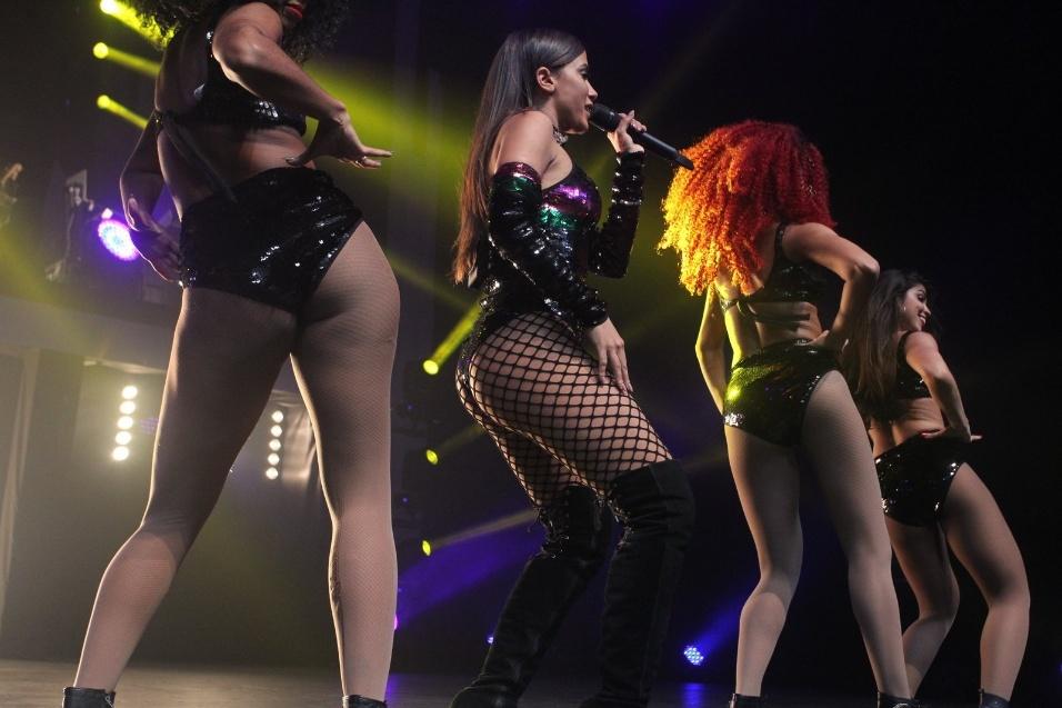 30.abr.2017 - O clima foi quente no show de Anitta e o colombiano Maluma no Vivo Rio, na capital fluminense