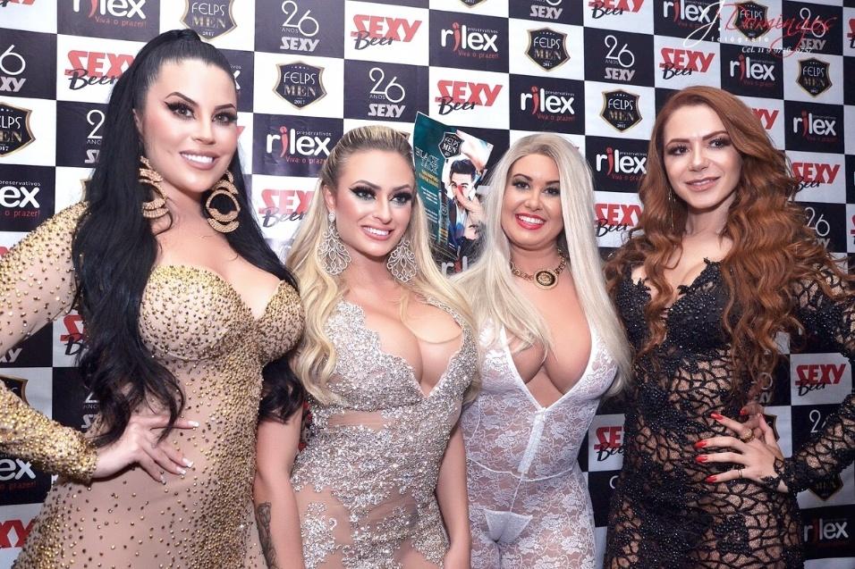 Cátia Carvalho rebola até o chão na festa da Sexy