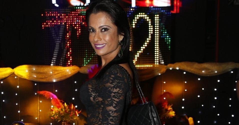 2.jun.2016 - Dani Sperle esteve entre o time de famosos que prestigiaram o lançamento da revista Sexy da Mulher Melão