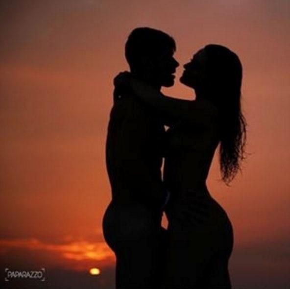 15.jul.2016 - Na imagem, só a sombra do casal apaixonado já mostra que a relação dos dois tem muita química