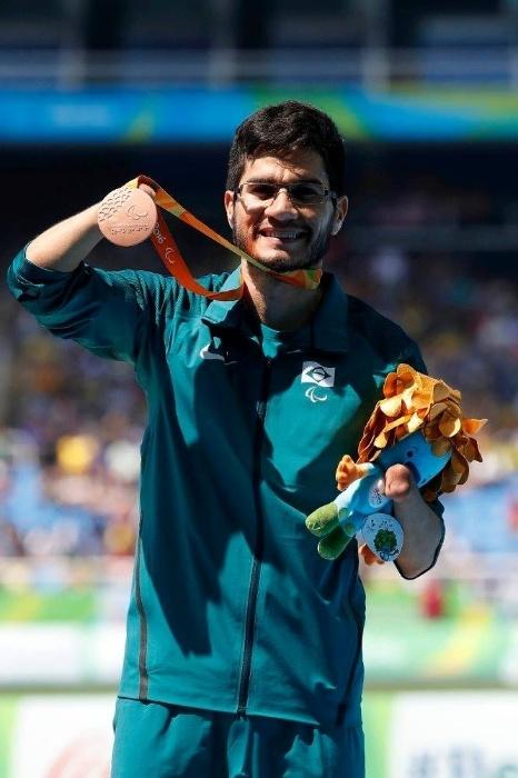 11.set.2016 - Yohansson Nascimento (bronze) dividiu o pódio com Petrúcio Ferreira (ouro) nos 100 metros rasos do atletismo, na categoria combinada T45/T46/T7
