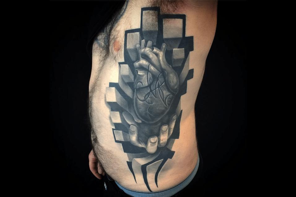 2.jun.2017 - Tatuagem parece mostrar o coração dentro do corpo, em ilusão de ótica criada pelo artista Jesse Rix