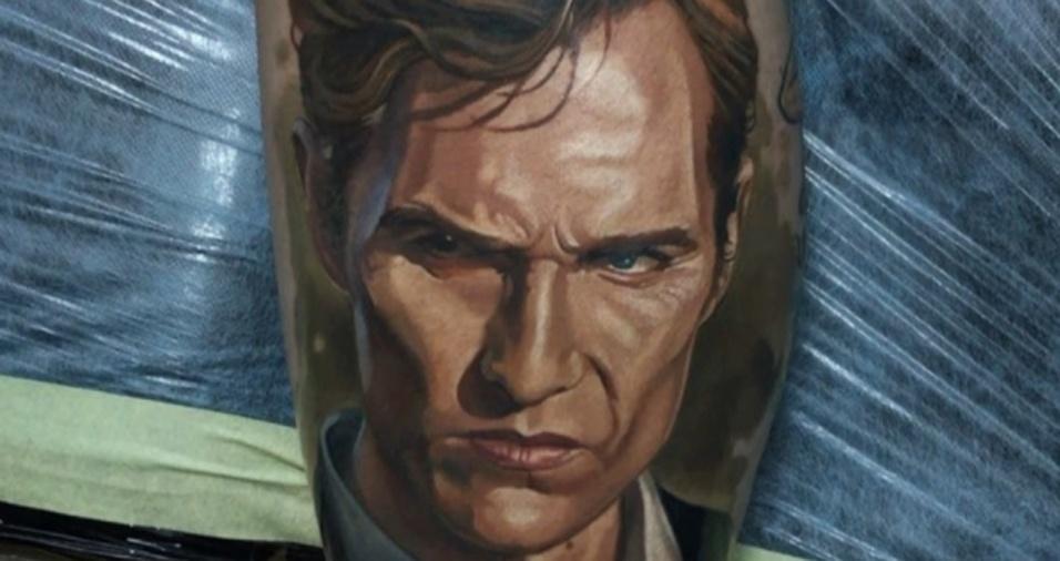 1. Com mais de 390 mil seguidores no Instagram, o tatuador ucraniano Dmitriy Samohin faz um tremendo sucesso com seu estilo e traços perfeitos. Ele é famoso por desenhar rostos com perfeição