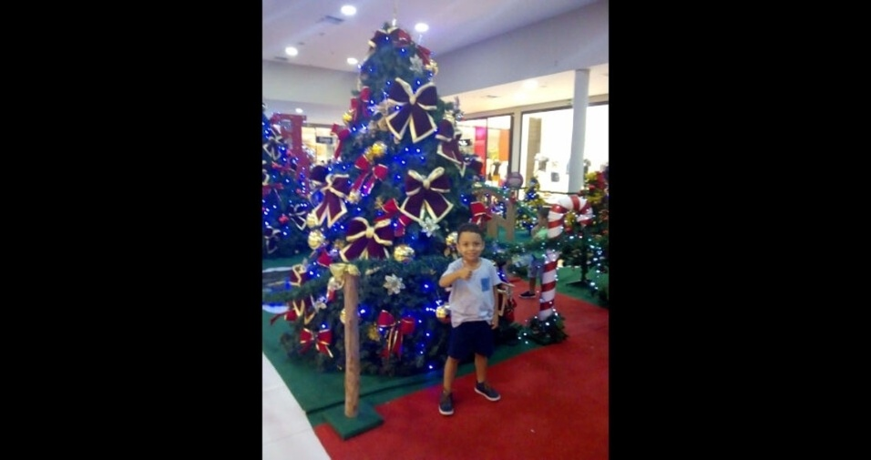 Suiany enviou foto do filho Allef Cauê, quatro anos, representando o Natal de Aracaju (SE)