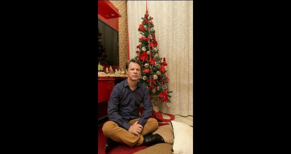 """Renato Coan, de Laranja da Terra (ES) - """"Essa é minha árvore de Natal feita com bolas que contam a história da minha família"""""""