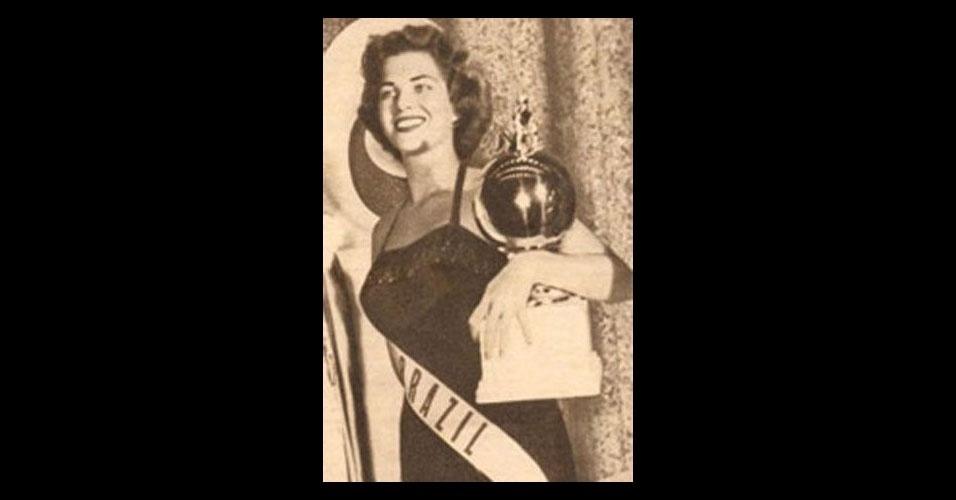 """1. Martha Rocha - a famosa Miss Bahia 1954 ficou no 2º lugar do Miss Universo. Martha Rocha chegou à final como favorita, mas foi vencida pela candidata americana. Para consolar o público, um grupo de jornalistas combinou de divulgar que a brasileira havia perdido por ter duas polegadas a mais no quadril do que a concorrente. Graças a isso, Martha ficou famosa, estrelou campanhas publicitárias, virou apelido de um carro e gravou um disco com a música """"Duas Polegadas"""""""