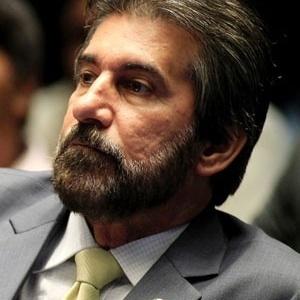 O senador Valdir Raupp (PMDB-RO), denunciado pela PGR