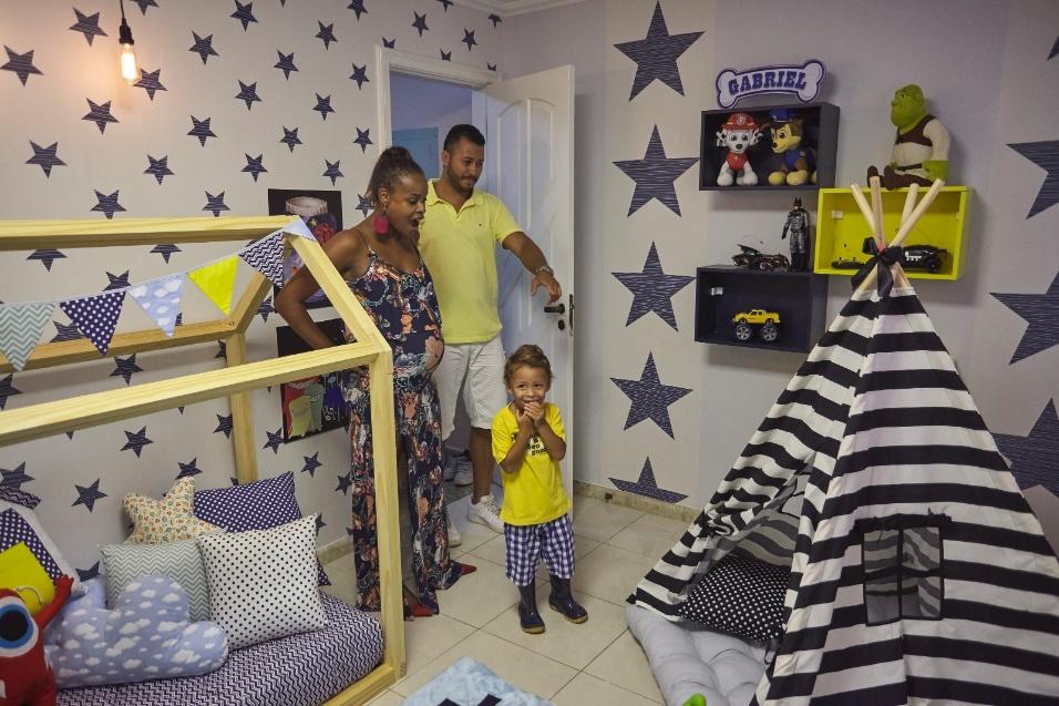 15.fev.2017 - Gabriel conhece a nova decoração de seu quarto, presente dos pais Guilherme Guimarães e Roberta Rodrigues