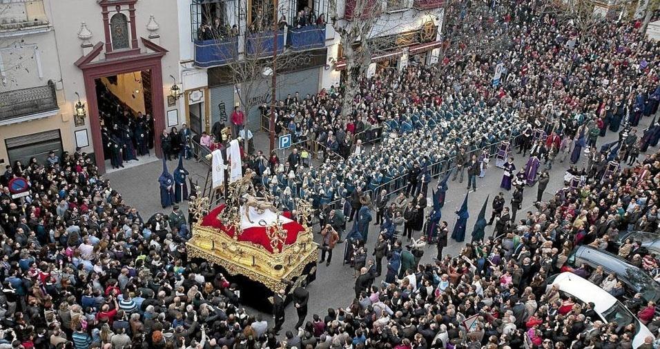 19. Milhares de pessoas, espanhóis e turistas, vão até a cidade de Sevilha para as comemorações da Semana Santa de Sevilha