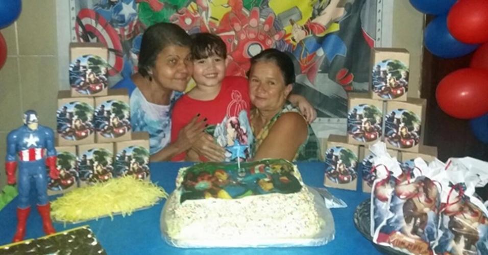 Alex com as avós Marizete e Ana Maria, de Magé (RJ)