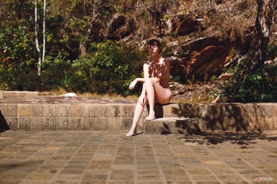 1°.out.2015 - Produzido por Neto Macedo na Serra do Cipó, em Belo Horizonte (MG), o ensaio da mineira Izabel Colling foi feito ao redor de paisagens naturais incríveis. Suave, a garota mostrou segurança nas poses e deu um show de beleza