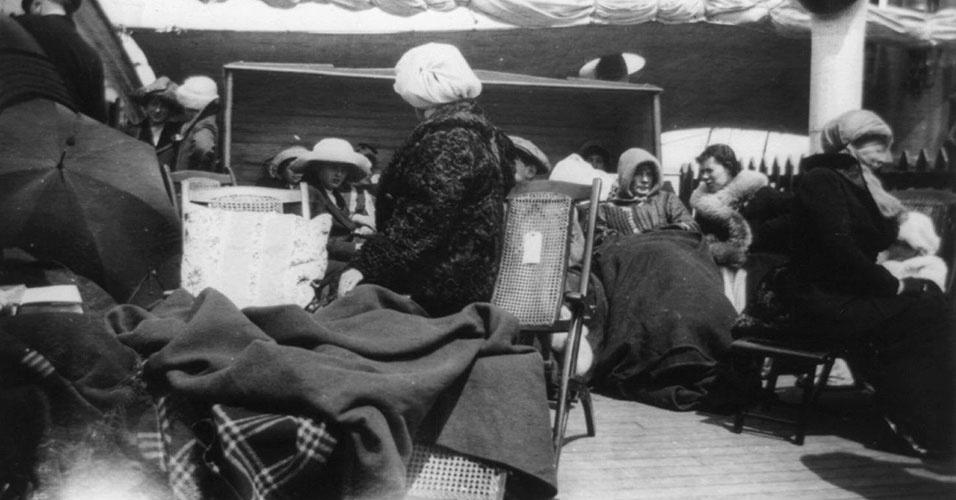 Dos 1512 mortos no naufrágio do Titanic, cerca de 800 foram atacados por tubarões enquanto tentavam sobreviver na água congelante