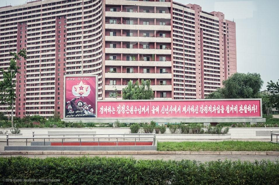 """79. """"Blocos de apartamentos em Pyongyang"""""""