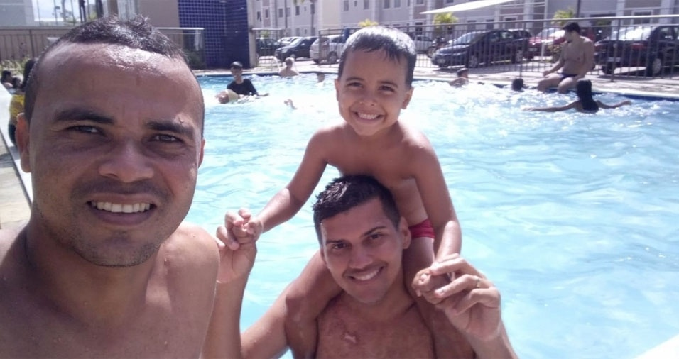 """Tony e Kadu, de João Pessoa (PB), com o filhão Juan Pablo: """"Somos uma família feliz e que busca acima de tudo dar todo o carinho, felicidade e educação para que nosso filho se torne um homem íntegro, respeitoso e de fibra"""""""