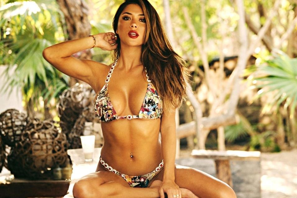 12.ago.2015 - Arianny Celeste tem 29 anos e, com pouca roupa, protagonizou fotos bem sensuais e provocantes