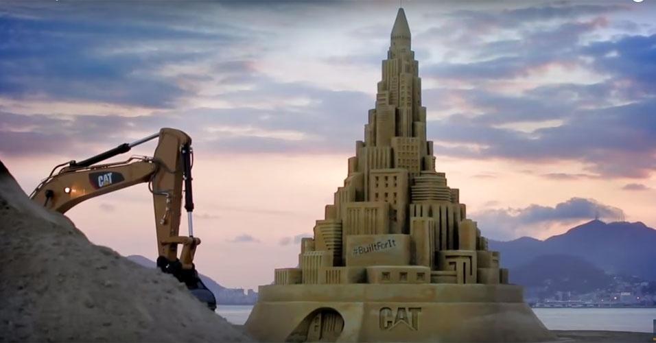 44. O castelo de areia mais alto do mundo foi erguido em Niterói (RJ), em novembro de 2014. Foram usados 20 caminhões de areia para fazer um castelo com mais de 12 metros de altura.