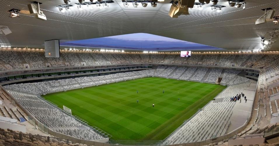 19.fev.2016 - Além de futebol, o gramado do Matmut Atlantique tem dimensões compatíveis com o rúgbi, popular na França