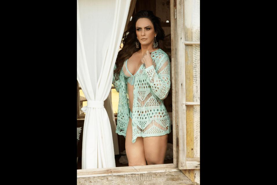 """20.jan.2017 - O site """"Diamond Brazil"""" divulgou novas fotos do ensaio estrelado por Núbia Oliiver. A modelo de 43 anos abusou das transparências e poses sensuais nas fotos e disparou: """"a mulher madura precisa ser decifrada e isso excita o homem"""""""