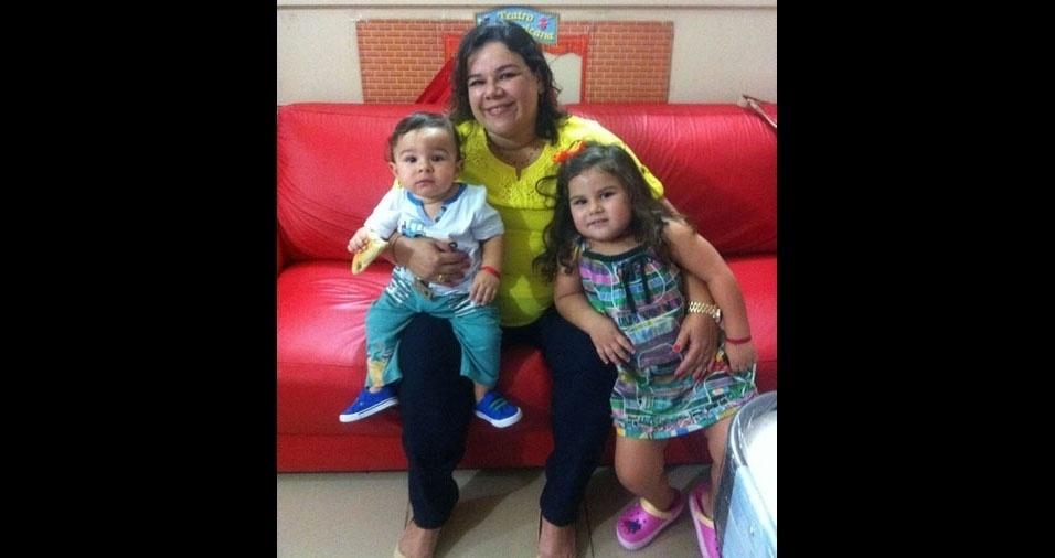 Mamãe Valéria Paiva com os pimpolhos Lara e Vinicius, de Rio Branco (AC)