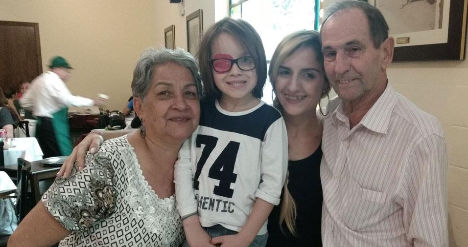 Vovó Aura e vovô João com a neta Taís e o bisneto Bernardo, de São Paulo (SP)