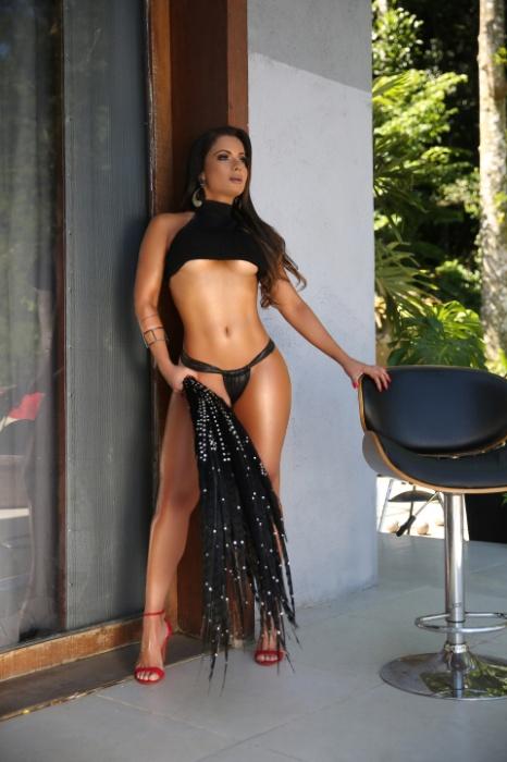 7.fev.2017 - Dani Sperle mostra o seu corpo invejável em ensaio sensual