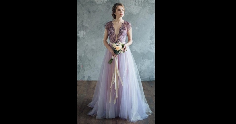 23. O lilás também é uma cor que expressa feminilidade. Combinar essa cor com rendas pode ser uma opção bem romântica para a noite especial