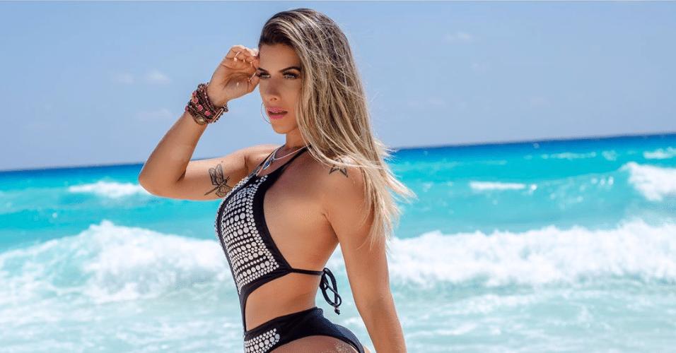3.abr.2017 - A modelo Ana Paula Minerato mostrou em seu Instagram algumas fotos de um ensaio de moda praia clicadas nas águas do Caribe. A musa da Gaviões da Fiel esteve recentemente a trabalho em Cancún, no México, e aproveitou as belas paisagens como cenário de fundo para suas curvas