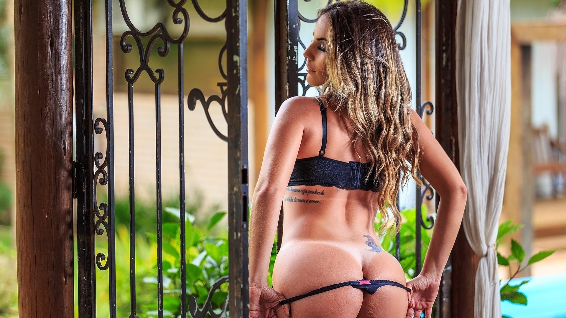 25.out.2016 - Anamara esbanjou sensualidade em ensaio para o site Diamond