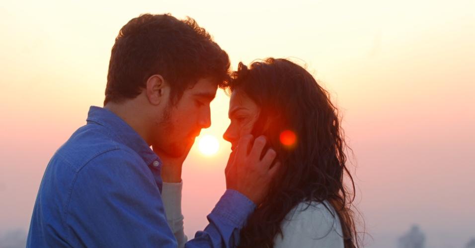 1°.set.2010 - Edgar (Caio Castro) e Marcela (Ísis Valverde) se beijam em cena da novela