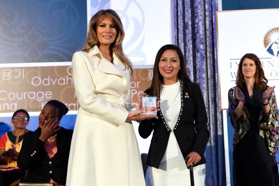 Categoria Ícones: Cindy Arlette Contreras Bautista (centro), ativista peruana