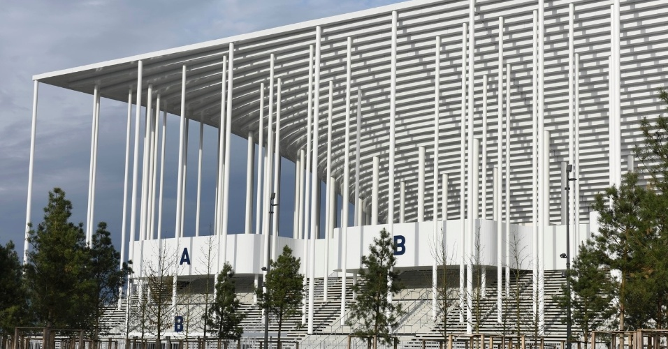 19.fev.2016 - Obra do estádio fica próximo a um centro de exposições na cidade de Bordeaux, na França