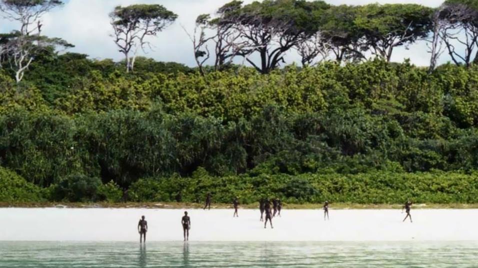 21.mai.2016 - A tribo sentinelense é considerada uma das mais perigosas e misteriosas do mundo
