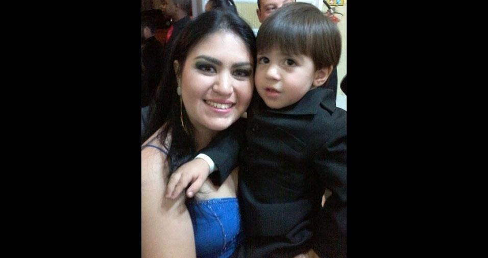 Mamãe Tione com o filhinho João Rafael