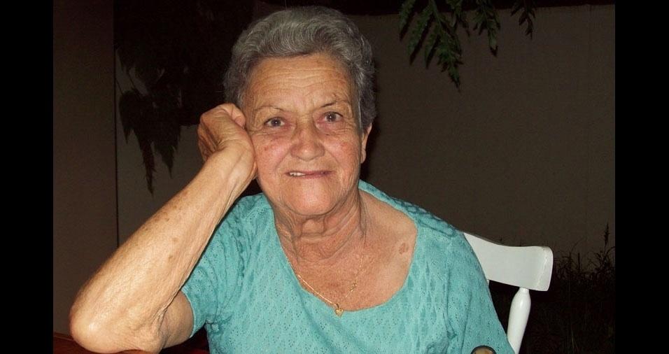 """O filho Adyr Francisco, de Rio das Ostras (RJ), homenageia a mamãe Zélia: """"Segundo dia das mães sem a senhora, a saudade só aumenta!"""""""
