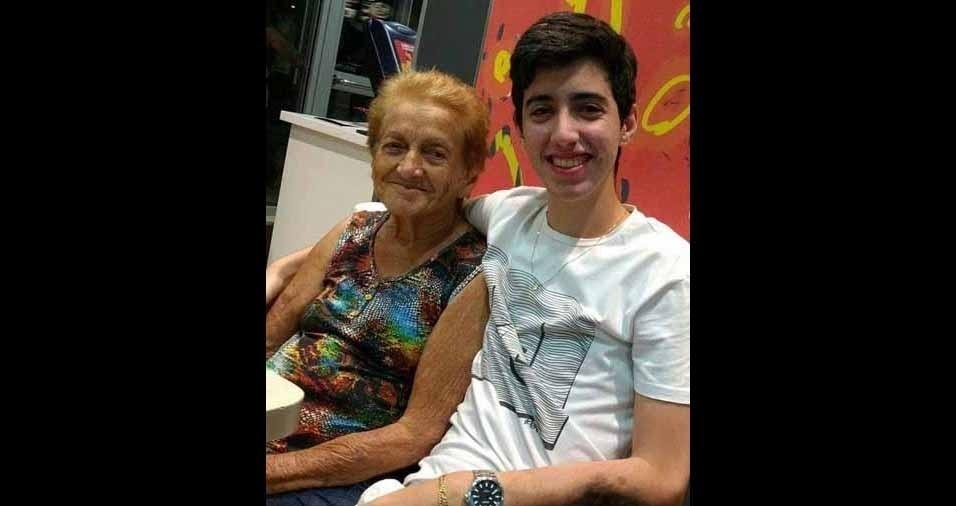 Lucas Guerreiro com a vovó Norma, de Viradouro (SP)