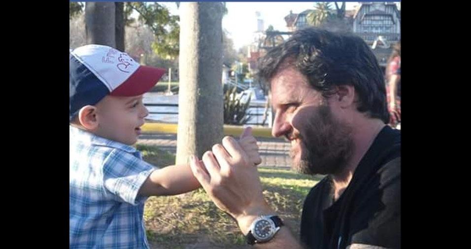 Martin com o filho Teodoro, de Salvador (BA)