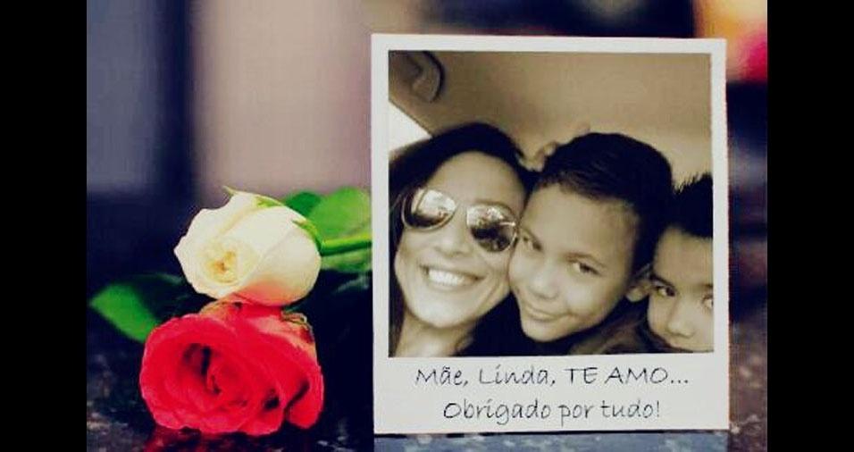 Sonia Maria Barros Caminha com os filhos Gustavo e Guilherme. A família mora em São Paulo (SP)