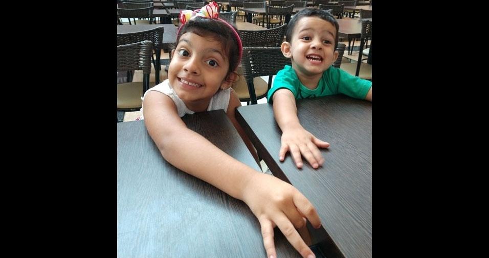 Os pais Silvia e Fabio enviaram foto dos filhos Rafael e Sofia