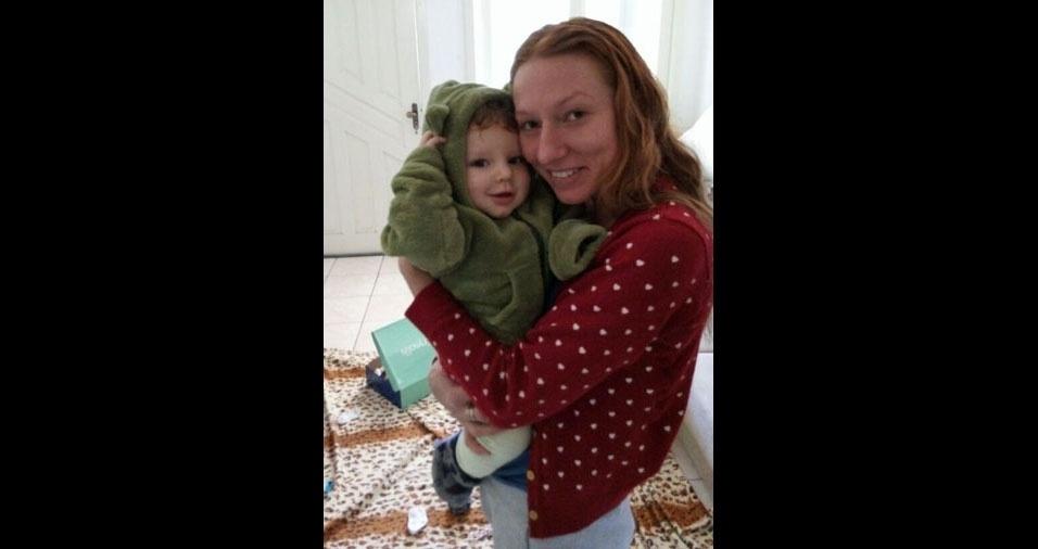 """A mamãe Mirele com o filho Thomas, de nove meses, conta: """"Todos os dias acordo com o mais belo sorriso, do meu cantor favorito que é o meu filho. Não existe melhor presente de dia das mães do que esse."""""""