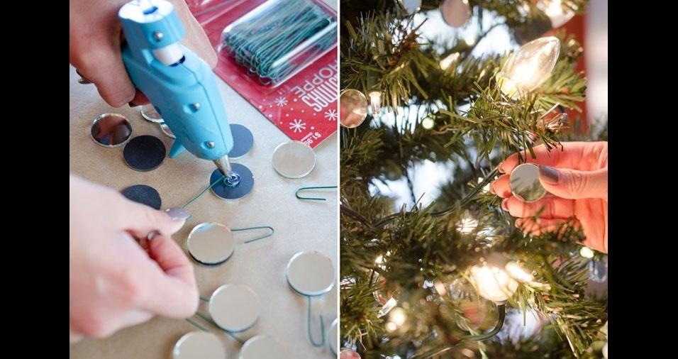 4. Pendure pequenos espelhos em sua árvore de Natal. Ela vai ficar ainda mais iluminada