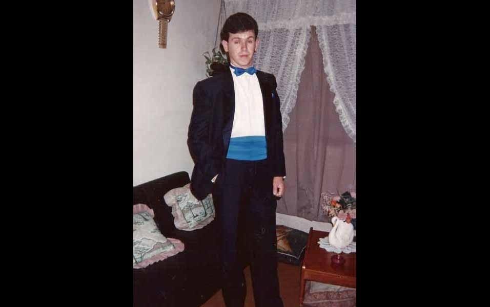 Denilson Branco lembra do dia de sua formatura no curso de administração de empresas, na casa da namorada, em Santo André (SP)