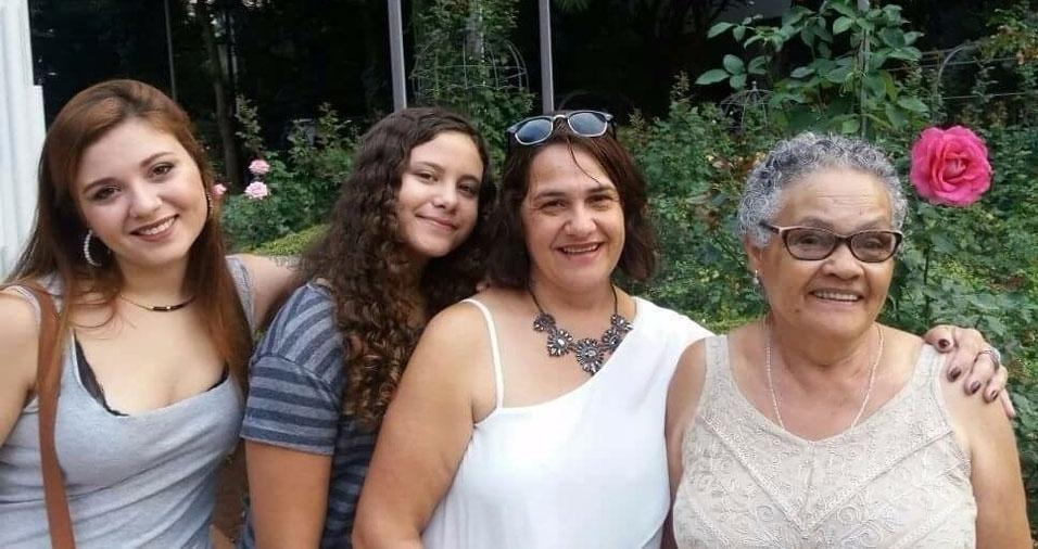 Márcia com as filhas Ana Carolina e Ana Helena e a mãe Maria de Lourdes Dias, de 76 anos