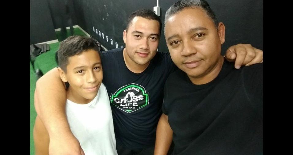 A Gissele enviou foto do Alex Vitório com os filhos Gustavo e Guilherme, de Campinas (SP)