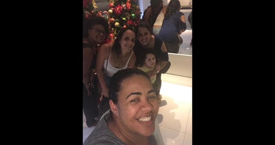 """Renata Alves, de Santos (SP), conta: """"Curtição depois de happy hour na casa da Tati"""""""